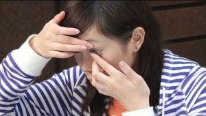 Mange har en frykt for å begynne å sette på kontaktlinser.