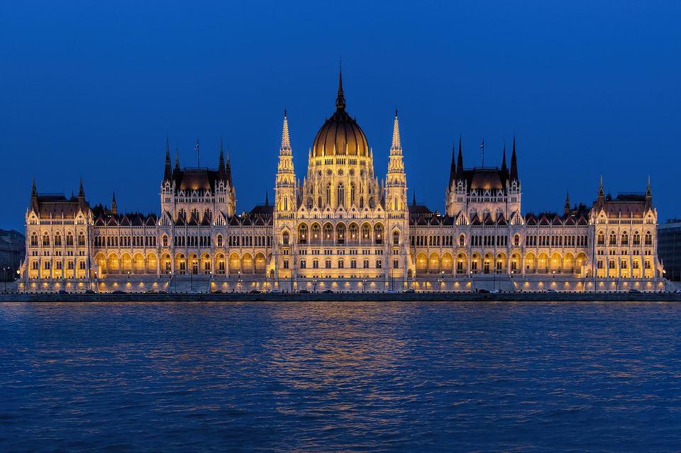 parliament-building-995417_960_720
